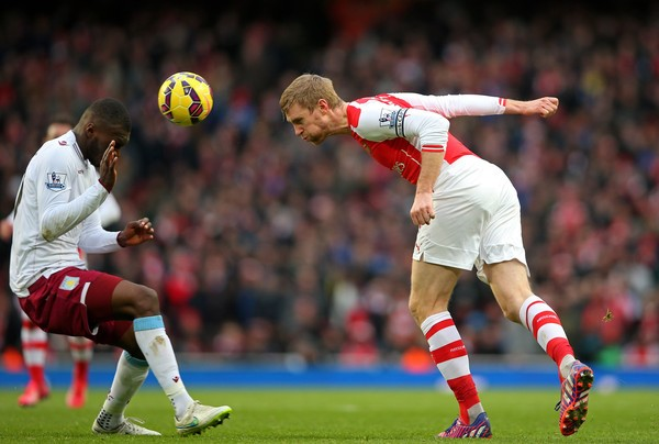 Benteke Vs Mertesacker